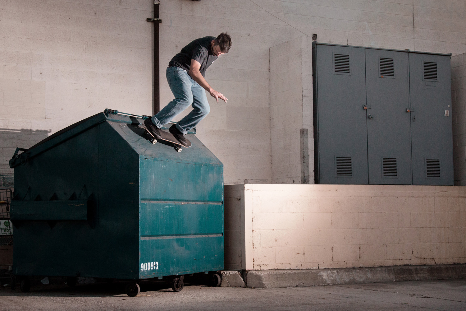 Juan Ignacio Finos - Ollie into the dumper