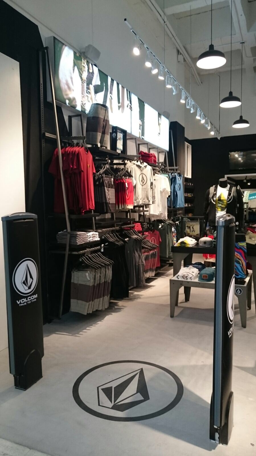 New Volcom Store Opening In Canggu, Bali. KUTA, BALI, September 6, – Volcom proudly announces another store opening in Bali's.